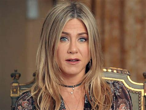 World's Most Beautiful: Jennifer Aniston Does The Cagle ...