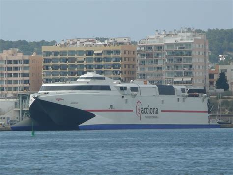 World Wide Ferries: El fast ferry