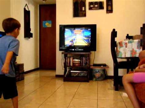 XBox 360   Kinect   Felipe Jogando Boliche   YouTube
