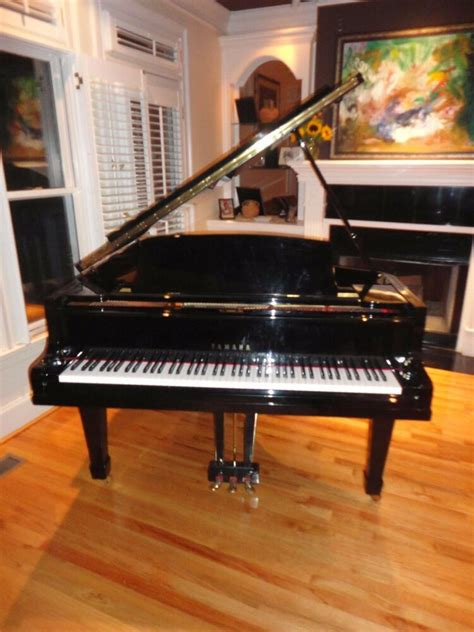 Yamaha baby grand piano, glossy black, lowest price on ...