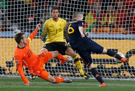 Yoyo blog: Iniesta, Newton y el futbol al revés.