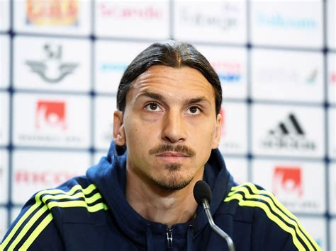 Zlatan Ibrahimovic announcement: Manchester United fans ...