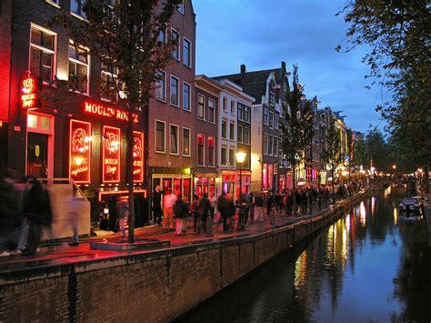 Zoom indiscreto al Barrio Rojo de Amsterdam Holanda ...